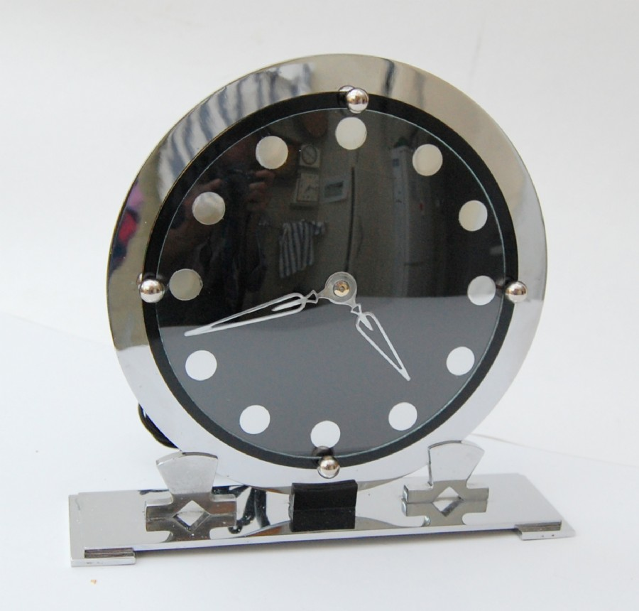Our take on one of Temco's best efforts. Chrome 1930s synchronous mantle clock